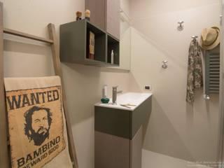 Moderne Badezimmer von Rachele Biancalani Studio Modern