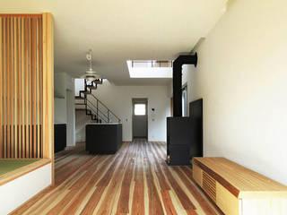 泉佐野の住宅: 北村大作建築設計事務所が手掛けたリビングです。