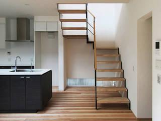 泉佐野の住宅: 北村大作建築設計事務所が手掛けた廊下 & 玄関です。