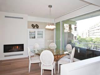 Grupo Inventia Salas de estilo mediterraneo Ladrillos Blanco