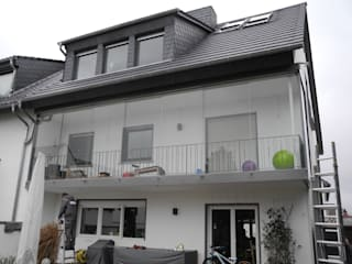 Balcones y terrazas de estilo moderno de SIMONE JÜSCHKE INNEN|ARCHITEKTUR Moderno