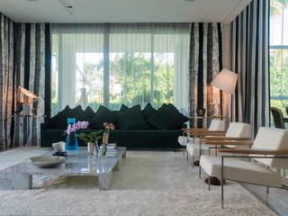 Living room by Rodrigo Maia Arquitetura + Design