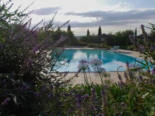 Kolam Renang Gaya Mediteran Oleh Giardini Giordani Mediteran