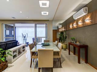 Salle à manger moderne par Eveline Maciel - Arquitetura e Interiores Moderne