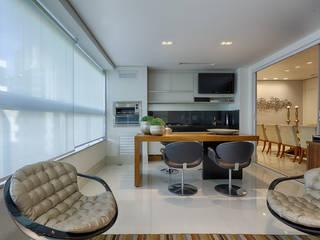 Apto Gutierrez Varandas, alpendres e terraços modernos por Renata Ferreira Arquitetura Moderno