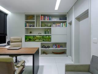 Consultório Medico Clínicas modernas por Renata Ferreira Arquitetura Moderno