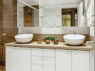 banheiro casal:   por Cintia Sauner Arquitetura e interiores