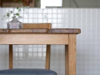 古材やタイル、無垢材でシンプルに!大きな家具がはえるお部屋: 株式会社スタイル工房が手掛けたです。