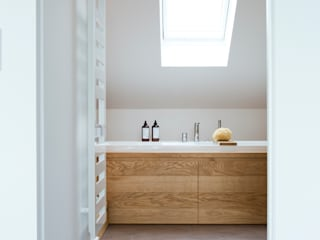 Modern bathroom by eva lorey innenarchitektur Modern