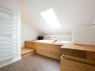 Baños modernos de eva lorey innenarchitektur Moderno Madera Acabado en madera
