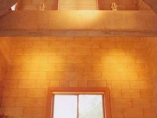 リビングルーム: イデア建築デザイン事務所が手掛けたリビングです。