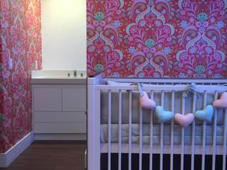 Apartamento G+R: Quarto infantil  por Tiago Rocha Interiores