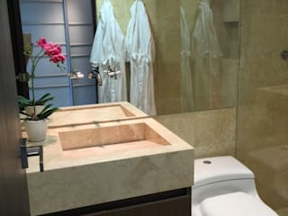 Modern bathroom by Monica Saravia Modern