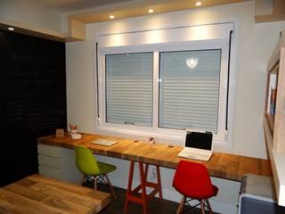 Home Office cheio de atitude: Escritórios  por Sâmira Sallaberry Arquitetura e Interiores