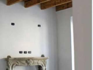 Ristruttuazione di Appartamento MR: Soggiorno in stile  di Studio di Architettura di Gaiaschi Architetto Paola