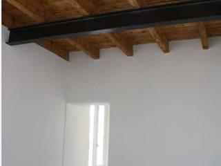 Ristruttuazione di Appartamento MR: Camera da letto in stile  di Studio di Architettura di Gaiaschi Architetto Paola