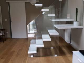 Pasillos, vestíbulos y escaleras de estilo moderno de Airaldi scale Moderno