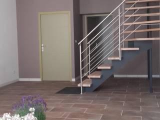 Entrée de l'espace bureaux ou co-working: Couloir et hall d'entrée de style  par Arielle D Collection Maison