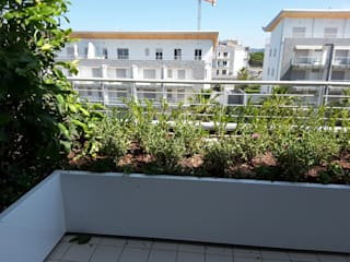 Febo Garden landscape designers Терраса в средиземноморском стиле Алюминий / Цинк Белый