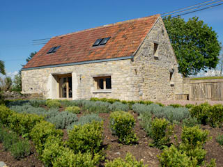 Barn Conversion Classic style houses by O2i Design Consultants Classic