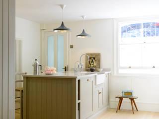The Barnsbury Islington Kitchen by deVOL deVOL Kitchens Classic style kitchen Wood Grey
