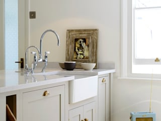 The Barnsbury Islington Kitchen by deVOL deVOL Kitchens Classic style kitchen Grey