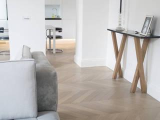 Kensington Chevron Parquet Classic style living room by 3 Oak Wood Flooring Classic