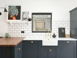 The East Dulwich Kitchen by deVOL deVOL Kitchens Classic style kitchen Wood Blue