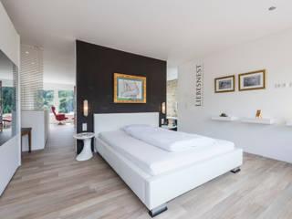 KitzlingerHaus GmbH & Co. KG Dormitorios de estilo moderno