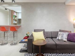 Ruang Keluarga oleh Amis Arquitetura e Decoração, Modern