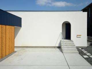 Modern Houses by 岩田建築アトリエ Modern
