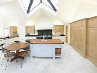 Freestanding Kitchen:   by Sculleries of Stockbridge