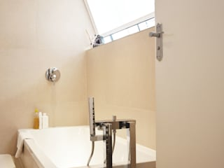 Refurbishment project in Hendon :  Bathroom by RS Architects