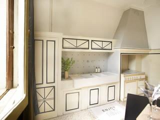 VILLA LIBERTY BOLOGNESE A DUE PASSI DAL CENTRO STORICO Cucina in stile classico di Bologna Home Staging Classico