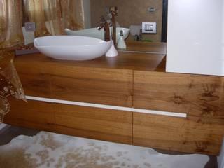 Baños de estilo moderno de ASCARI I FALEGNAMI Moderno