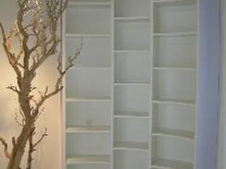 Salas de estilo moderno de ASCARI I FALEGNAMI Moderno