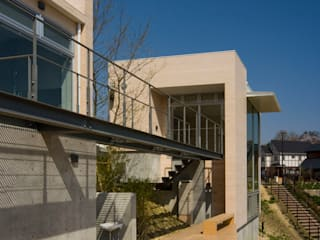 Kenji Yanagawa Architect and Associates Modern style study/office Wood Wood effect