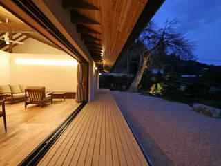 設計事務所アーキプレイス Balcones y terrazas modernos Madera Acabado en madera