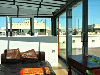 Apartment between Milan's roofs: Camera da letto in stile  di Arch. Pierangela Crosti
