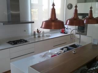 Talar del Lago II Cocinas modernas: Ideas, imágenes y decoración de estudio|44 Moderno Madera Acabado en madera