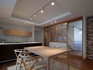 Eclectic style dining room by エコリコデザイン一級建築士事務所 Eclectic