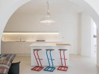 Cocinas de estilo mediterráneo de mc2 architettura Mediterráneo