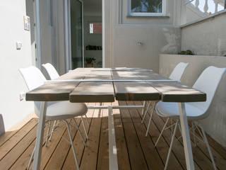 Ristrutturazione di un appartamento sul lungomare di San Vincenzo (LI) Balcone, Veranda & Terrazza in stile mediterraneo di mc2 architettura Mediterraneo