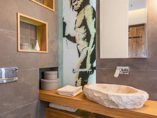 Baños de estilo moderno de ARTECUBO IWONA TOKA Moderno
