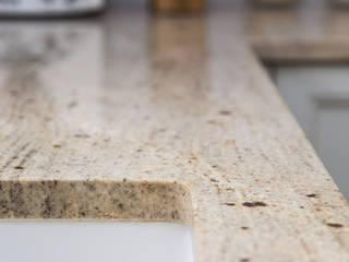 GRANMAR Borowa Góra - granit, marmur, konglomerat kwarcowy Cocinas de estilo clásico Granito Beige