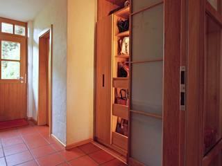 Lignum Möbelmanufaktur GmbH Couloir, entrée, escaliersBibliothèques