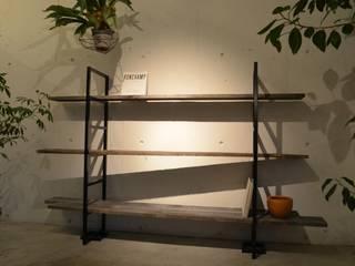 T's lab & GARDENS: T's lab一級建築士事務所が手掛けた書斎です。,