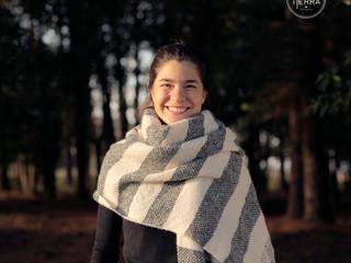 Manta Lana Mohair a rayas natural y gris:  de estilo  por DESDE LA TIERRA