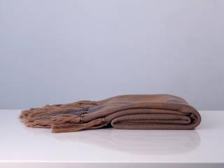 Manta Merino Mix color camel con guarda gris:  de estilo  por DESDE LA TIERRA