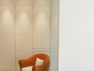 Vert Chasseur Dressing moderne par BE-DESIGNER Moderne